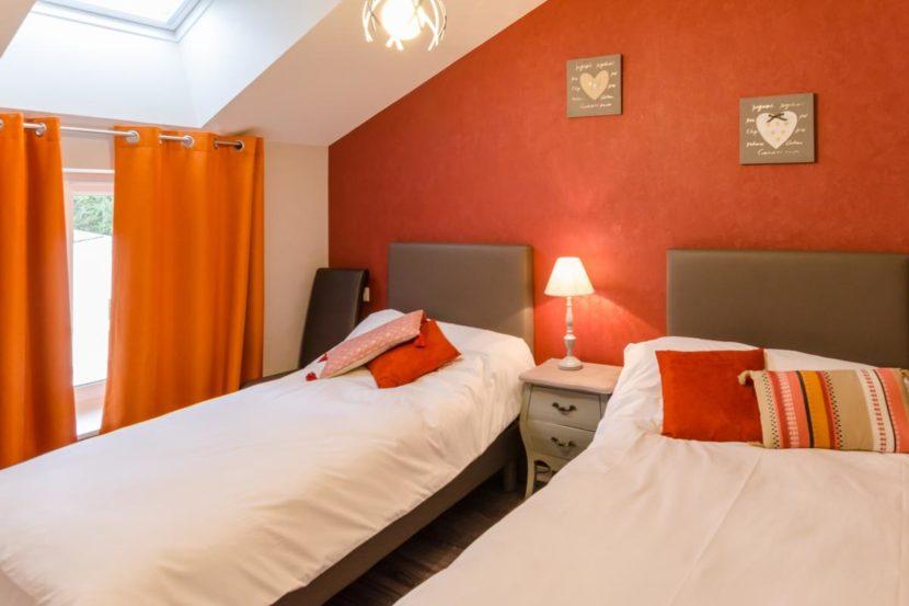 gite chez Jeannine à Fontaine (aube) -Chambre orange